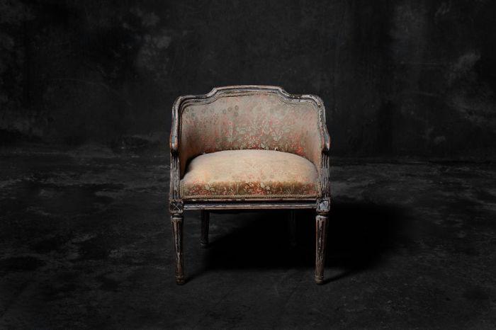 Трон для маленькой принцессы. Фото-проект «А что, если бы мебель стала людьми?». Автор фото: Horia Manolache.