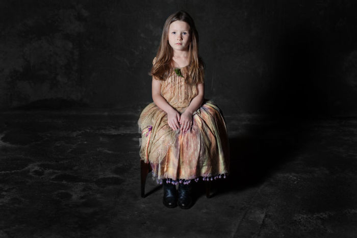 Маленькая принцесса. Фото-проект «А что, если бы мебель стала людьми?». Автор фото: Horia Manolache.
