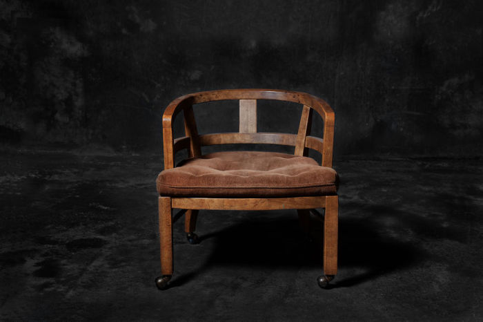 Стул на колесиках. Фото-проект «А что, если бы мебель стала людьми?». Автор фото: Horia Manolache.