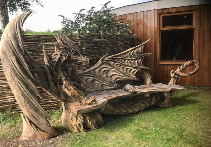 Фантастические драконы из дерева.