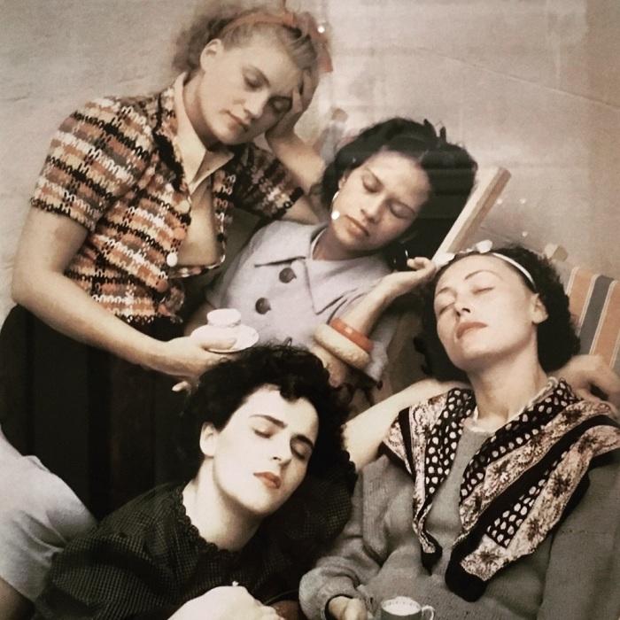 Четыре спящие женщины, Роланд Пенроуз, 1937 год. \ Фото: judyannear.com.