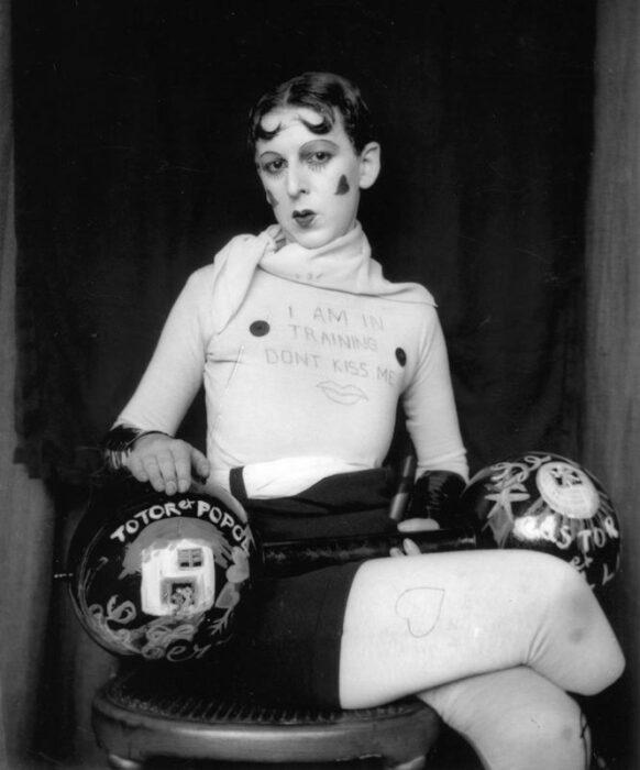 Автопортрет из серии Я на тренировке, не целуй меня, Клод Каон, 1927 год. \ Фото: monden.ro.