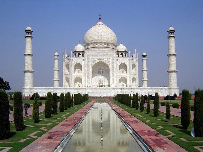 Вид на Тадж-Махал. Индия.