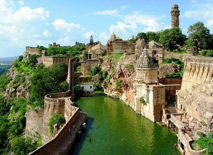 Древний город в Индии.