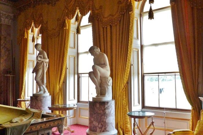 Скульптура и занавески в бильярдной, Осборн-Хаус, остров Уайт. \ Фото: google.com.