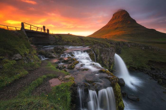 Гора Киркюфелл и Киркюфельфосс, Исландия. Автор: Jack Bolshaw и Marta Kulesza.