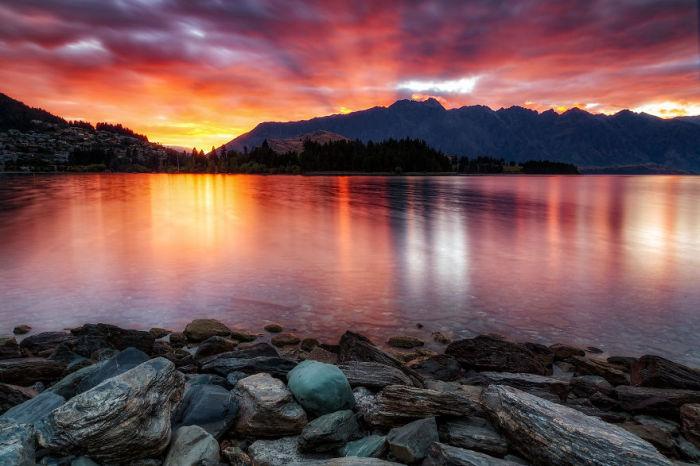 Горы Ремаркаблс и озеро Вакатипу, Квинстаун, Новая Зеландия. Автор: Jack Bolshaw и Marta Kulesza.
