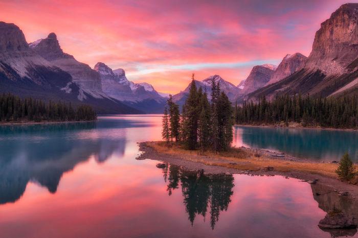 Остров Духа, озеро Малинье, Канада. Автор: Jack Bolshaw и Marta Kulesza.