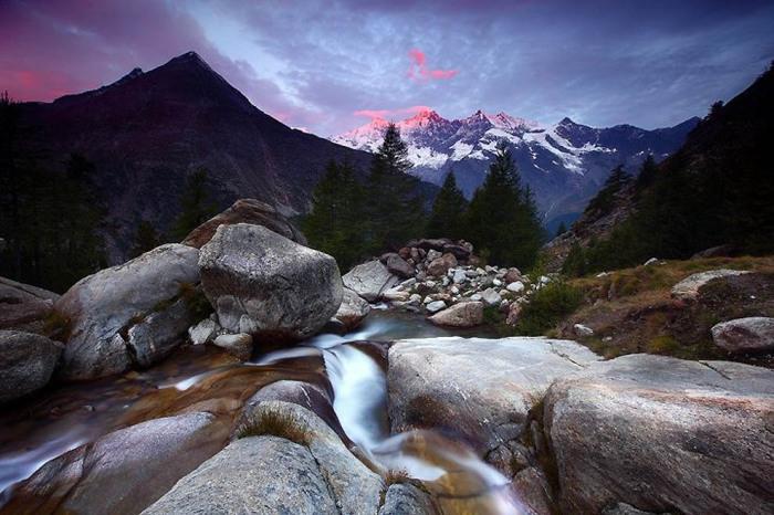 Неподалеку от горного отеля Almagelleralp в Швейцарских Альпах. Автор фото: James Appleton.