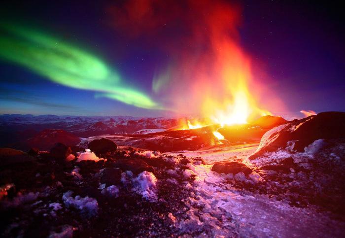 Извержение вулкана Фиммвердюхаульс, Исландия. Автор фото: James Appleton.