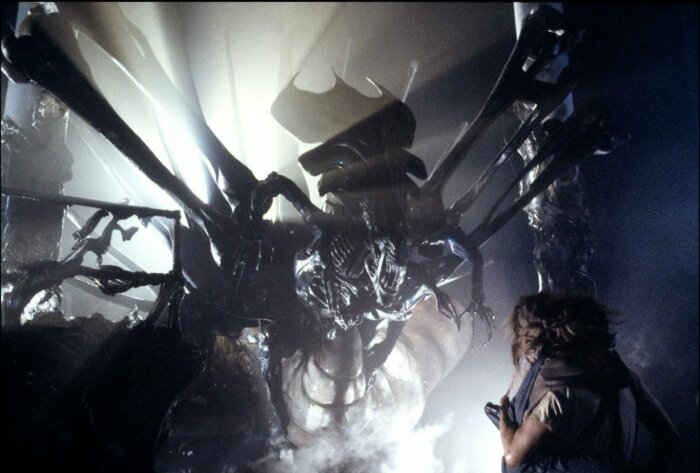 Кадр из фильма: Чужие. \ Фото: writer.dek-d.com.