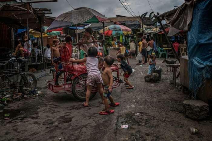 Вот так развлекаются дети на Филиппинах. Автор: James Whitlow Delano.