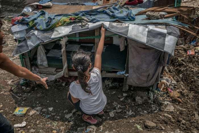Вот так выглядит чьё-то жильё на Филиппинах. Автор: James Whitlow Delano.