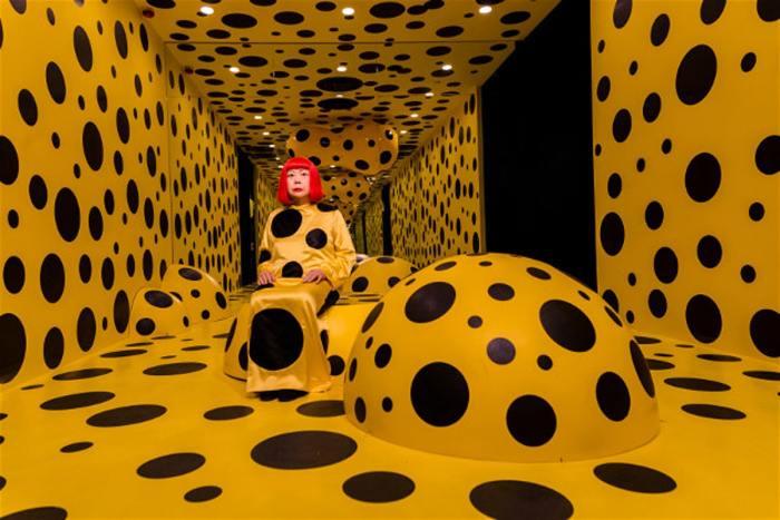 <br>Яёй Кусама в музее мадам Тюссо в Гонконге. \ Фото: lonelyplanet.com.