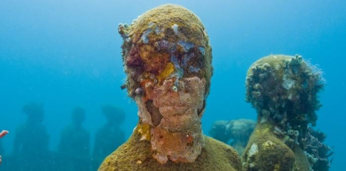 Жизнь на дне океана. Автор: Jason de Cayres Taylor.