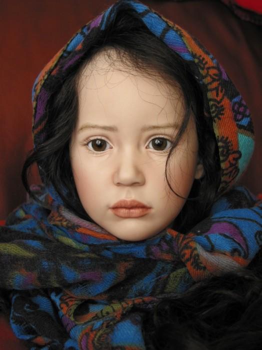 Девочка в цветном платке. Автор: Jeanne Gross.