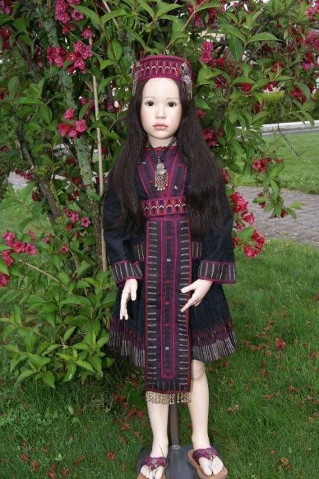 Кукла в национальной одежде. Автор: Jeanne Gross.