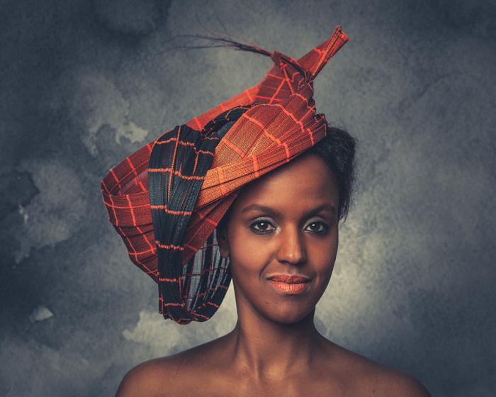 Фотограф Йерун Адема  сделал серию художественных снимков в содружестве с дизайнером шляп.