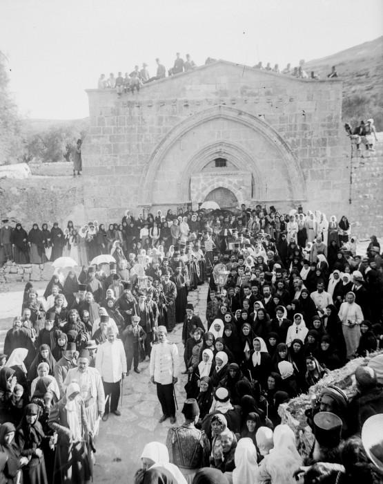 Греческие православные христиане у могилы Девы Марии, 1915 год.