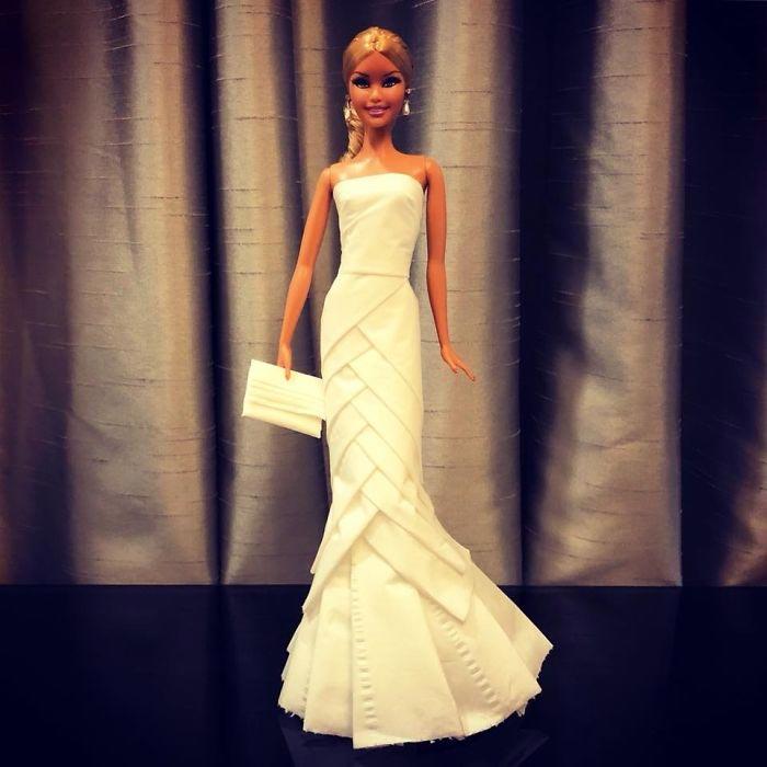 Утончённое и изысканное свадебное платье из туалетной бумаги. Автор: Jian Yang.