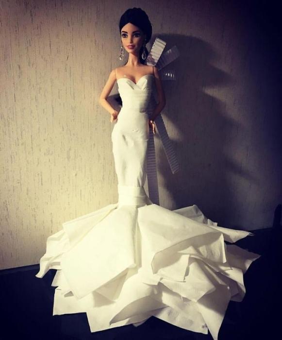 Свадебное платье с драпировкой внизу. Автор: Jian Yang.