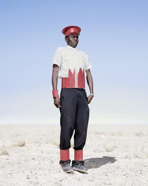 Мальчик-гереро. Кадетская форма, фото 2012 год. Автор фото: Джим Наугтен (Jim Naughten).