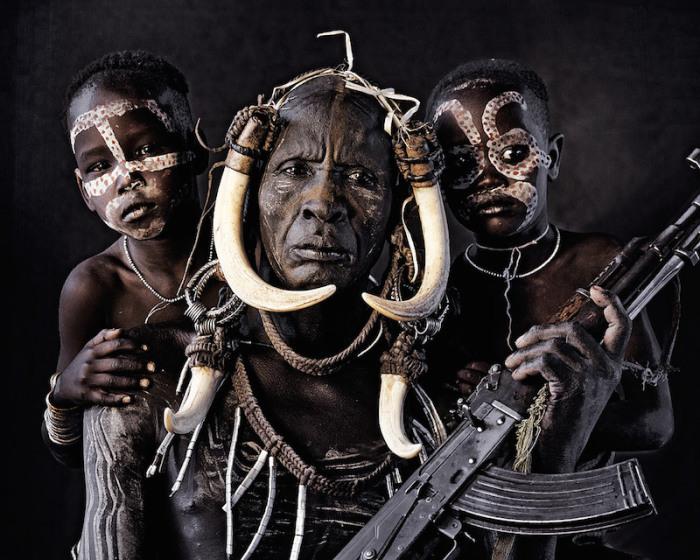 Воинственное племя Мурси. Автор фото Джимми Нельсон (Jimmy Nelson).