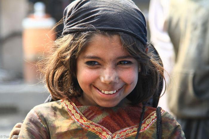 Девочка на улице. Автор фото: Тео Jioshvili.