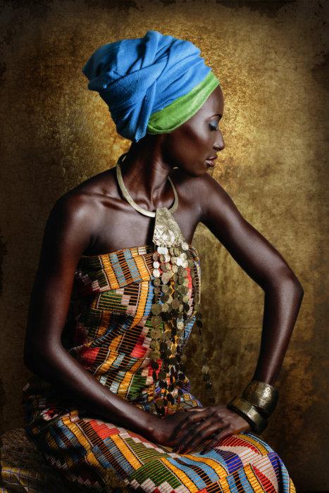 А вот какие наряды предпочитают женщины Ebriе Akan. Автор: Joana Choumali.