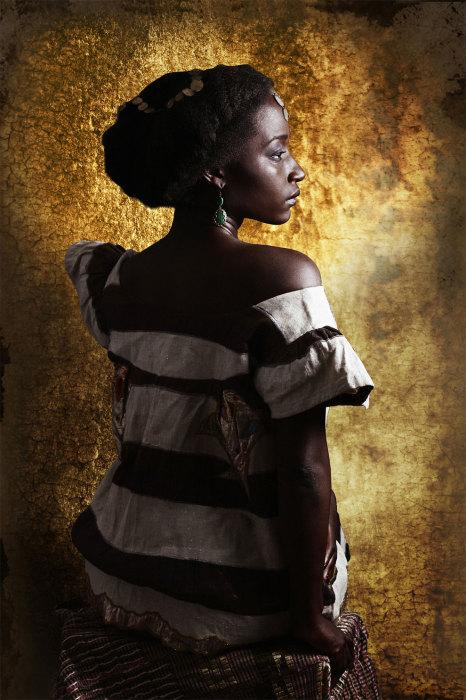 Девушкам Tagbanan Malinke полосатые платья к лицу. Автор: Joana Choumali.