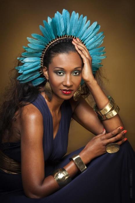 Кто-кто, а африканки знают толк не только в платьях, но и украшениях. Автор: Joana Choumali.