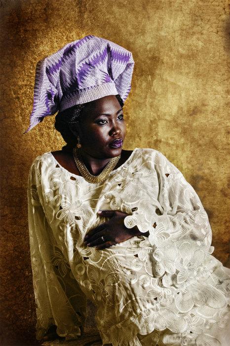 Вот такие вот наряды предпочитают женщины народности Йоруба. Автор: Joana Choumali.