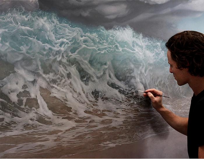 Джоэль в процессе написания картины.