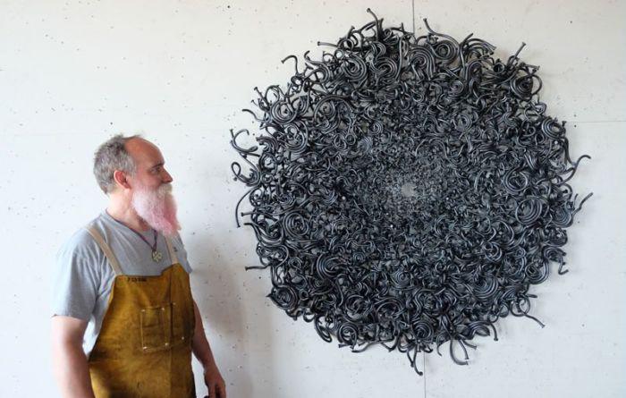 Необыкновенные скульптуры из гвоздей. Автор: John Bisbee.