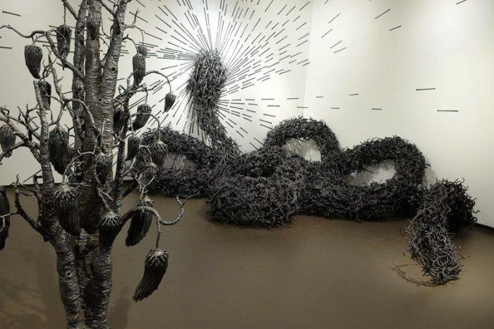 Змея в райском саду. Автор: John Bisbee.