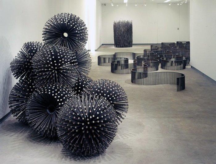 Произведения Джона  представляют собой масштабные установки геометрических или органических форм из тысяч гвоздей, которые согнуты, склеены, сварены или спрессованы.