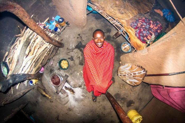 Маньятта, Кения: Езекиль, 22-летний воин. Автор: John Thackwray.