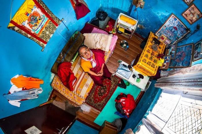 Катманду, Непал: Пема, 22-летний ученик буддизма. Автор: John Thackwray.