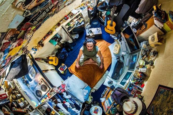 Париж, Франция: Джозеф, 30-летний музыкант. Автор: John Thackwray.