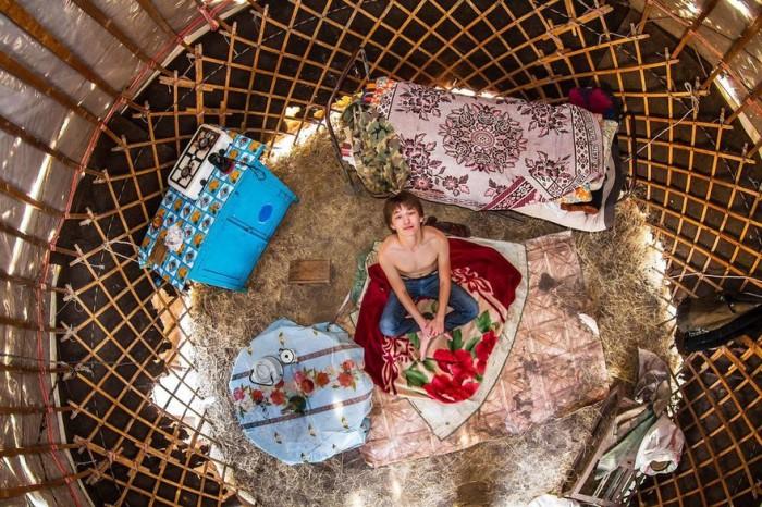 Джамбул, Казахстан: Жалай, 18-летний школьник. Автор: John Thackwray.