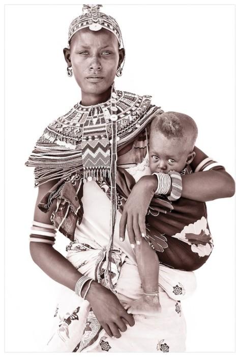 Женщина с ребёнком, Кения. Автор: John Kenny.