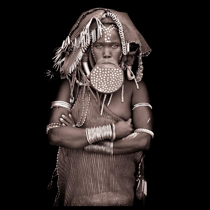 Традиционные наряды племени, живущего в долине Омо, Эфиопия. Автор: John Kenny.