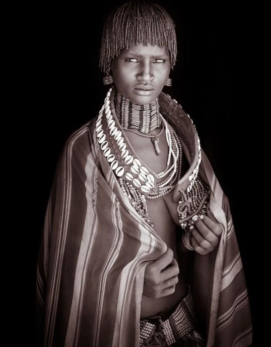 Девушка по имени Барги, Эфиопия. Автор: John Kenny.