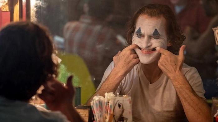Надо улыбаться, чтоб живым казаться. \ Фото: irenebrination.com.