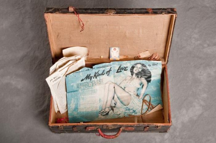 Снимок содержимого чемодана неизвестного пациента психбольницы Уиллард. Фото Jon Crispin.