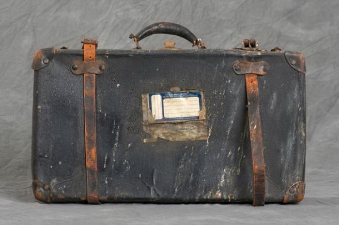 Старый чемодан найденный в психиатрической больнице Уилларда.