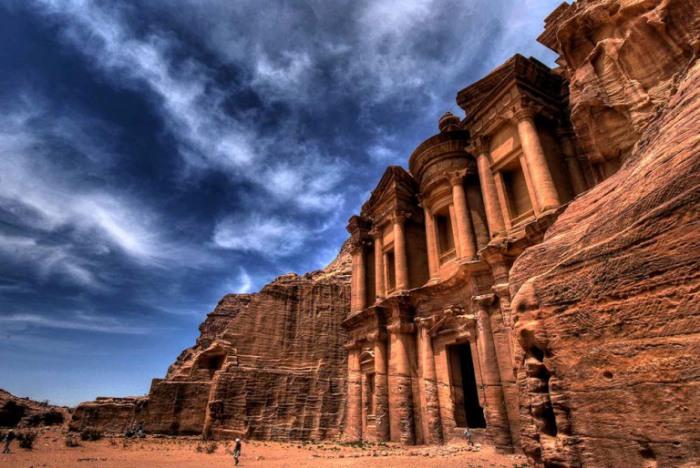 Главный памятник Петры, Казнат эль Фарун –«Сокровищница Фараона».