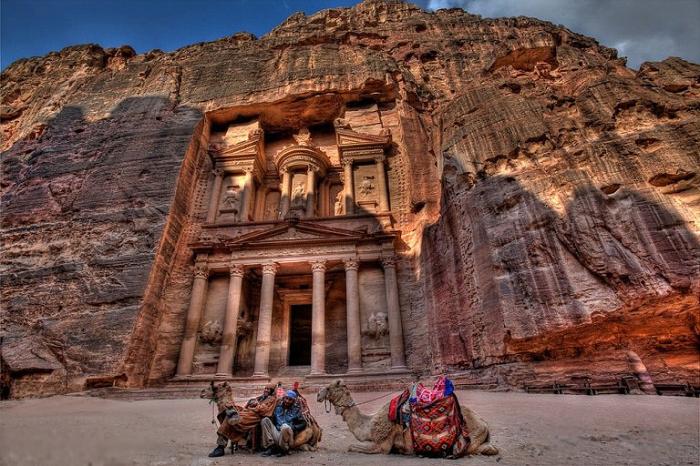 Бедуины когда-то искренне верили, что Петра была построена древнеегипетскими фараонами.