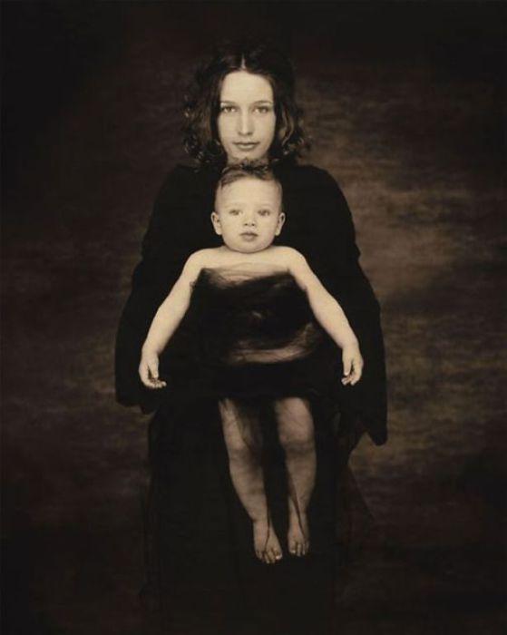 Радость материнства. Автор фото: Джойс Теннесон (Joyce Tenneson).