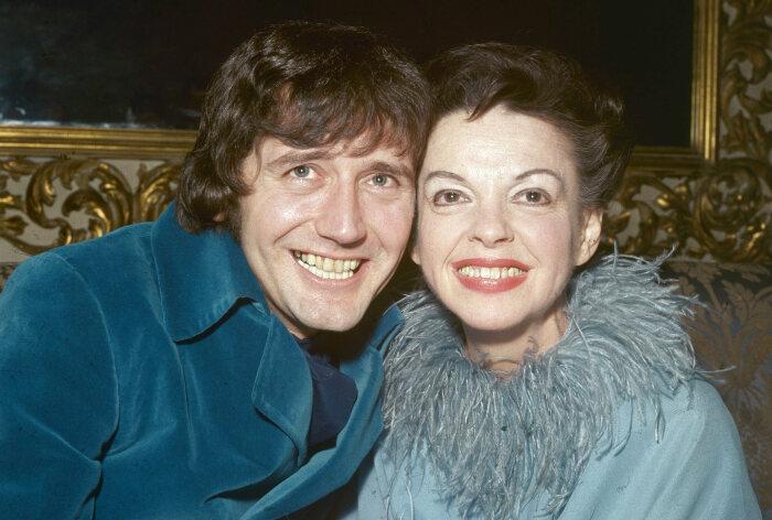 Джуди Гарленд и Микки Динс на вечеринке после их свадьбы, март 1969 года. \ Фото: factinate.com.